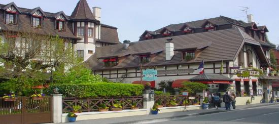 evian-hotel-des-cygnes.jpg